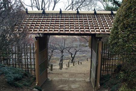 くぬぎ門 くぬぎ門 この門の下に「子規の句碑」がある   紅葉のくぬぎ門 門をく... 速報偕楽